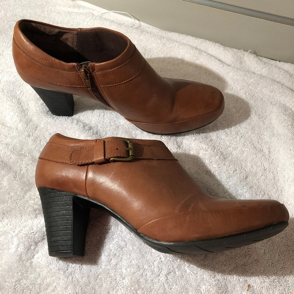Clarks Shoes   Womens Clarks Booties 9n